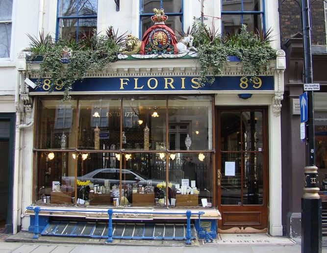 800px-Floris_of_London_perfumery_shop