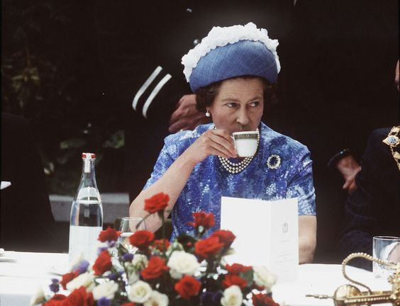 Queen Elizabeth drinks tea | Getty Images