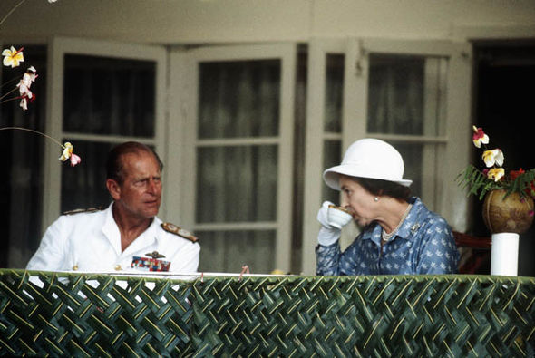 Queen-and-Prince-Philip drink tea