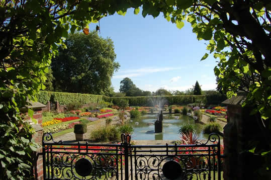 The sunken garden at Kensington Palace was created in 1909 during the reign of Edward VII. vt proffesor
