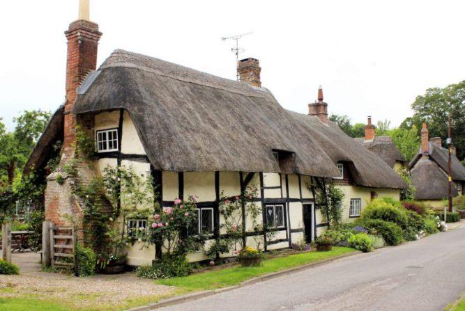 Medieval thatch cottage    Clive a2z