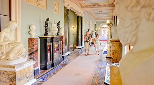 statues-and-corridor